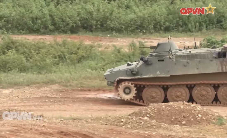 Phao binh Viet Nam huan luyen bang coi 100mm, cho toa sang o ARMY GAMES-Hinh-8