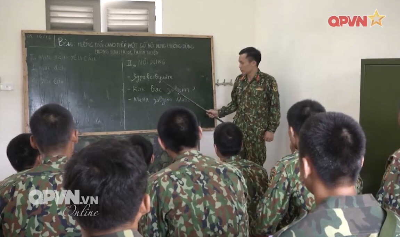 Phao binh Viet Nam huan luyen bang coi 100mm, cho toa sang o ARMY GAMES-Hinh-9