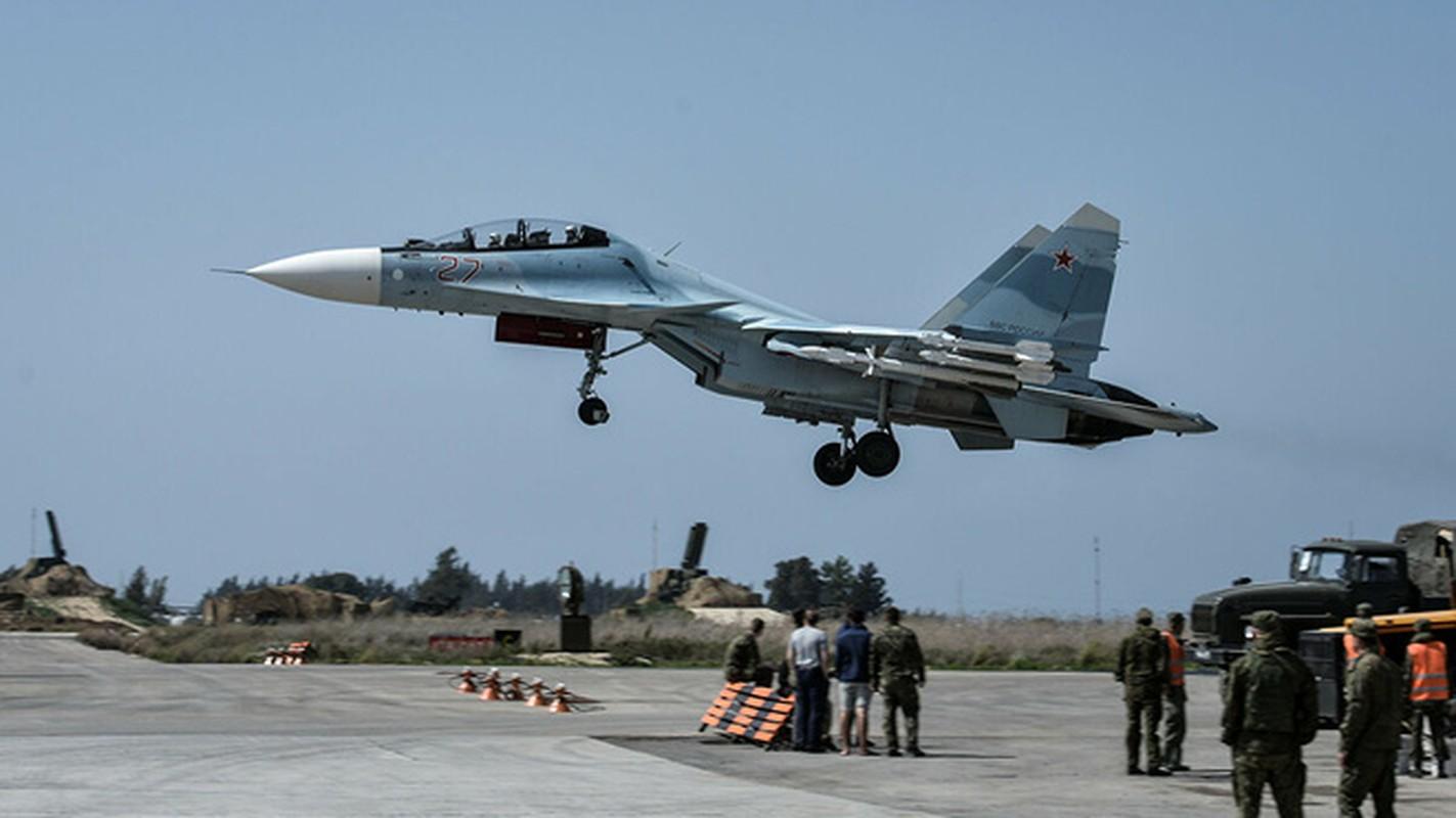Vi sao Iran dung mo cham toi tiem kich Su-30 Nga va J-10C Trung Quoc?-Hinh-13