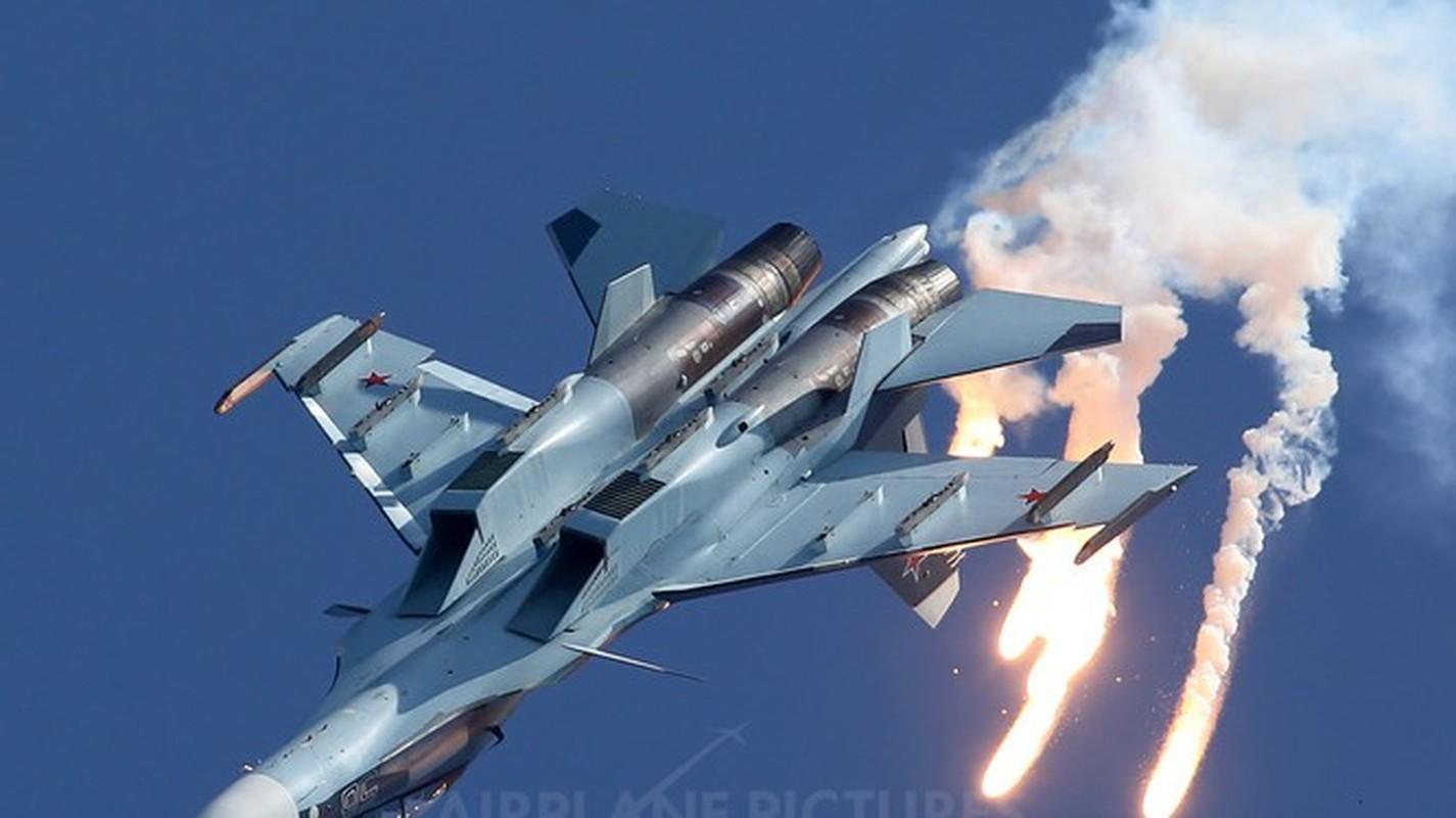 Vi sao Iran dung mo cham toi tiem kich Su-30 Nga va J-10C Trung Quoc?-Hinh-14