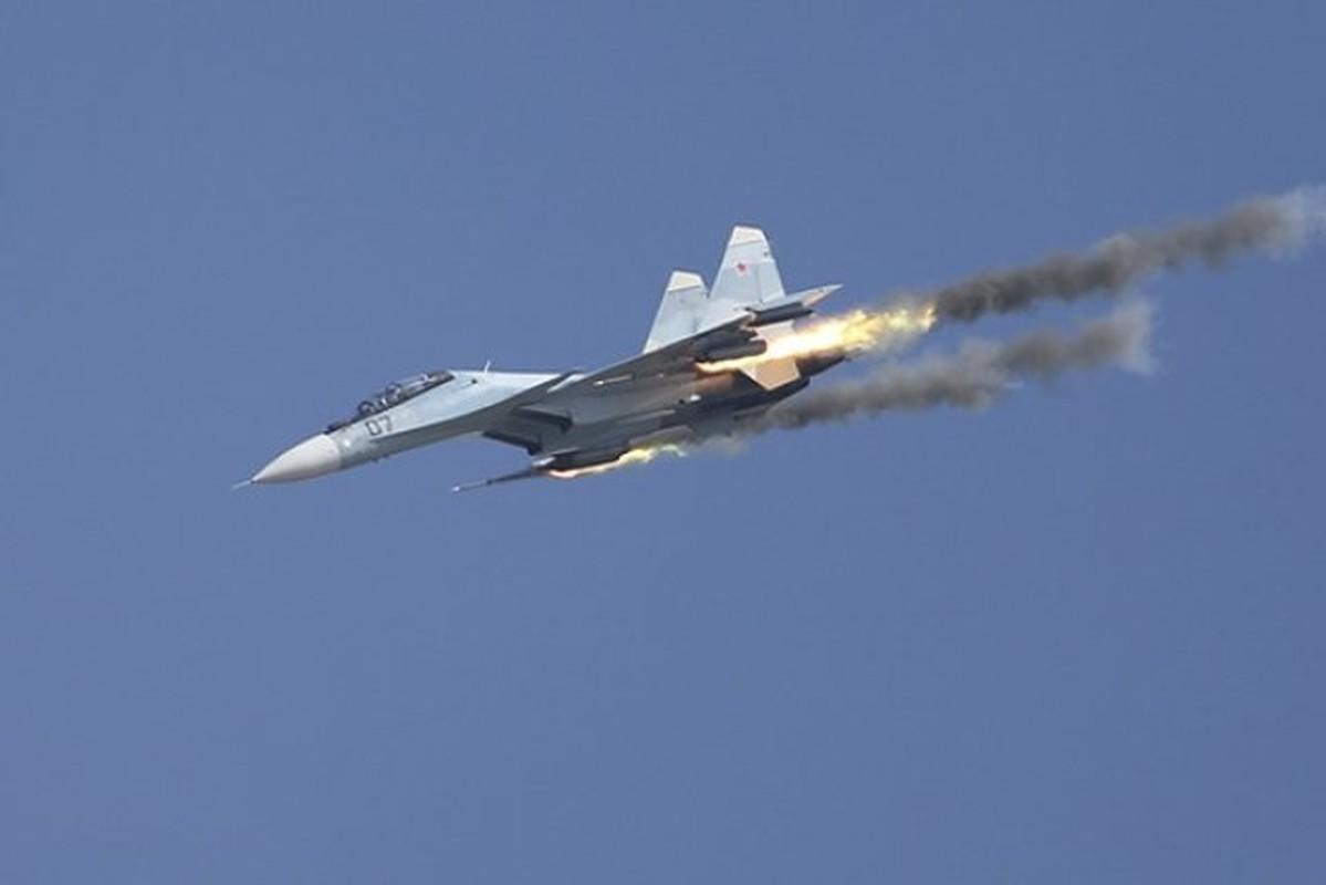 Vi sao Iran dung mo cham toi tiem kich Su-30 Nga va J-10C Trung Quoc?-Hinh-9