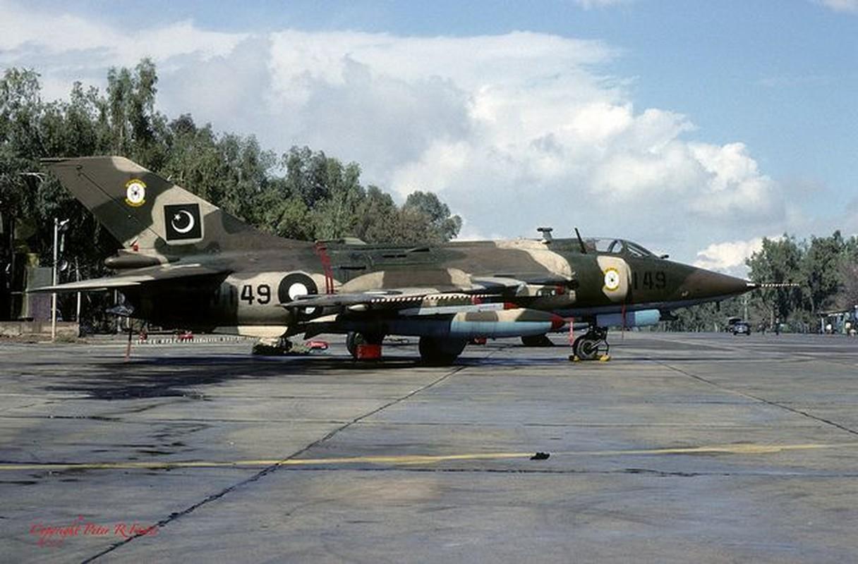 Ga ban tiem kich J-10, Trung Quoc
