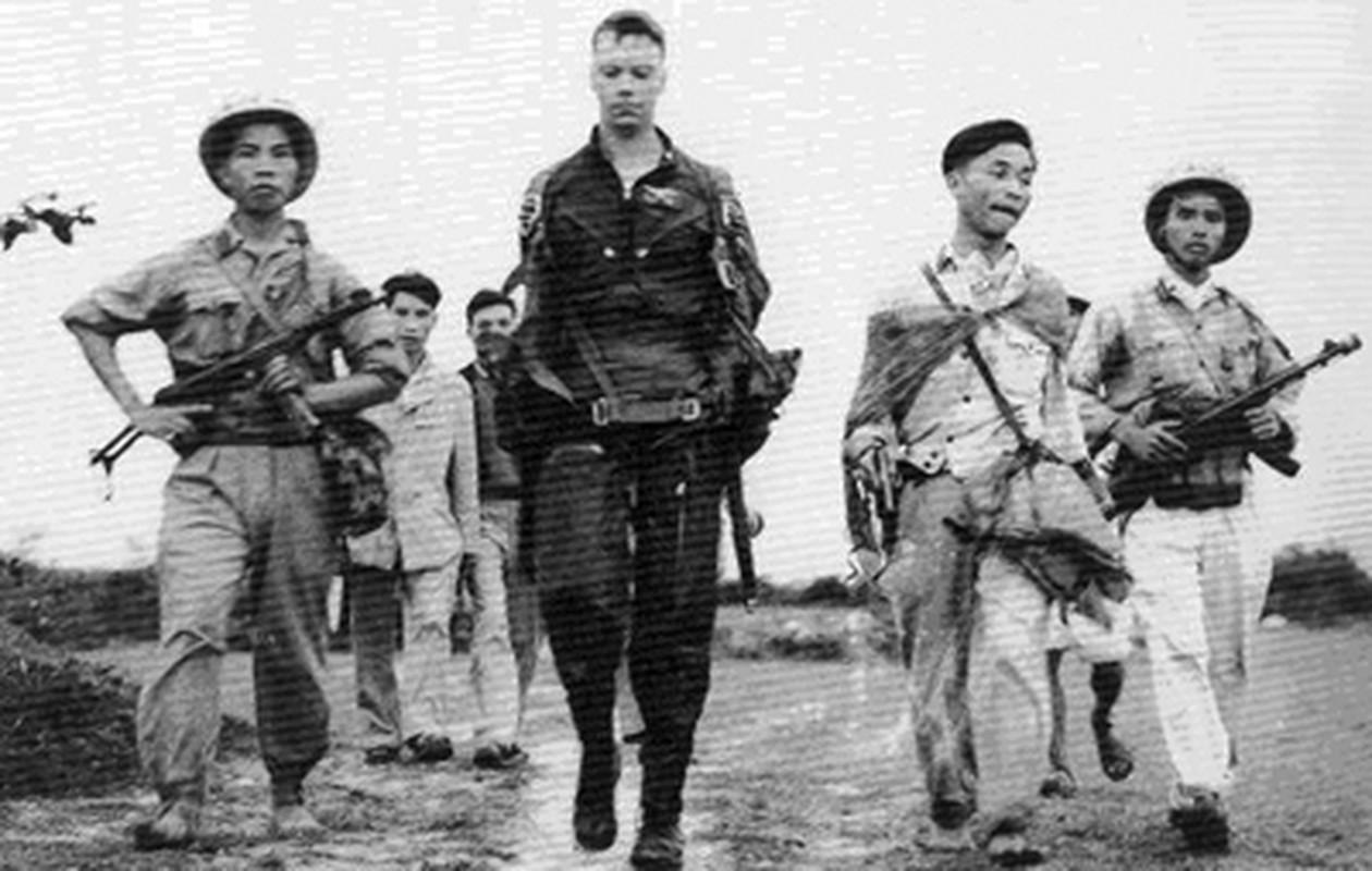 Tran chien hao hung, quyet tu cua nguoi phi cong tre tren bau troi Ha Noi-Hinh-15