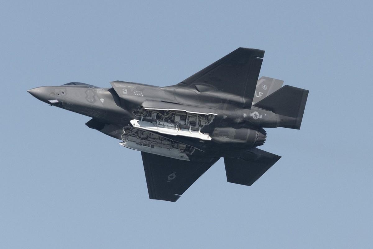 Lo ngai J-20 Trung Quoc, nhieu cuong quoc chau A chay dua mua F-35-Hinh-2