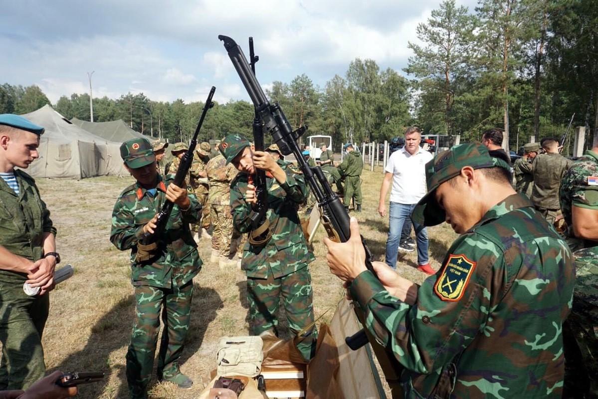 Linh ban tia Viet Nam nhan sung AK-74, SVD... khai hoa tai Army Games 2020-Hinh-2