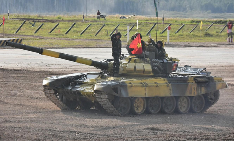 Soi doi hinh tuyen xe tang Viet Nam truoc gio xung tran Army Games 2020