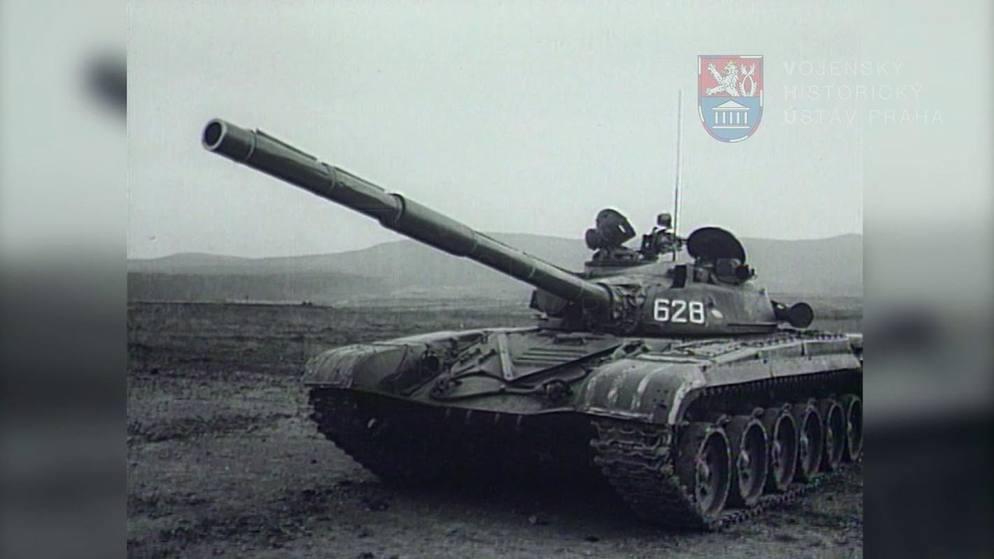 Xe tang T-72 dang tung hoanh tai Army Games: Ke