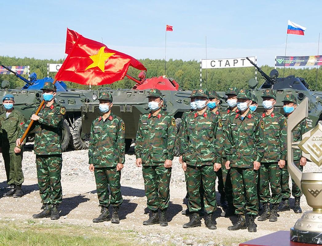 Thiet giap BTR-80 chay dong co, doi tuyen Hoa hoc Viet Nam chiu thiet