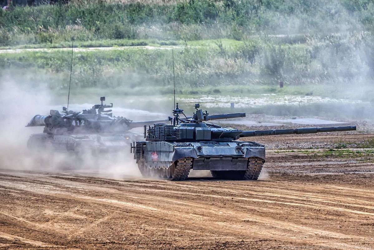 Sieu tang T-80BVM Nga trinh dien ban ten lua, tuong ghe gom hoa ra... truot!-Hinh-10