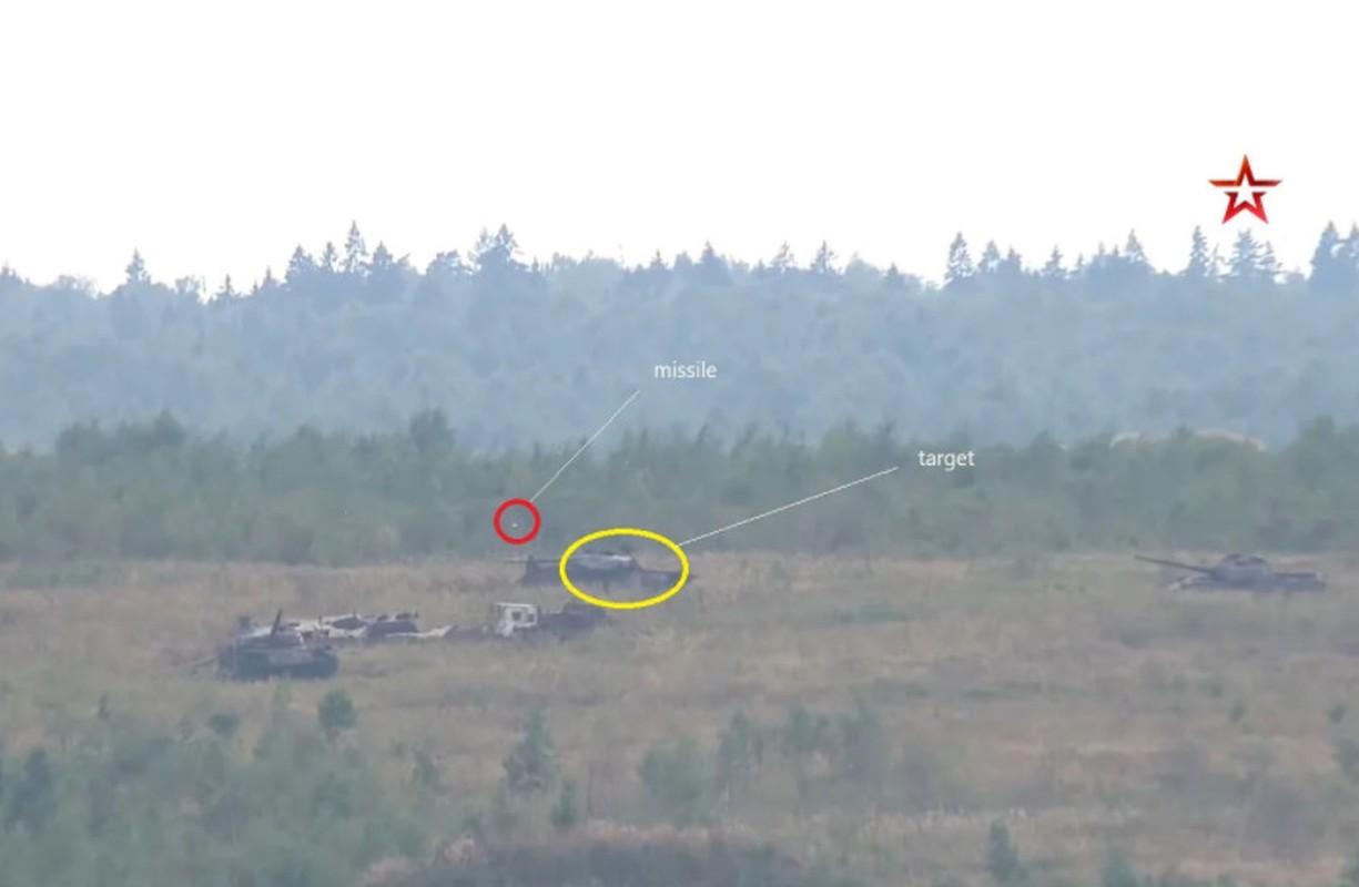 Sieu tang T-80BVM Nga trinh dien ban ten lua, tuong ghe gom hoa ra... truot!-Hinh-2