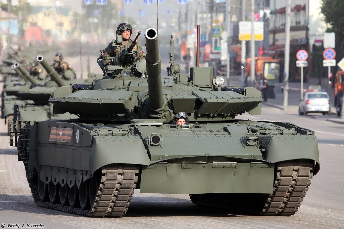 Sieu tang T-80BVM Nga trinh dien ban ten lua, tuong ghe gom hoa ra... truot!-Hinh-5