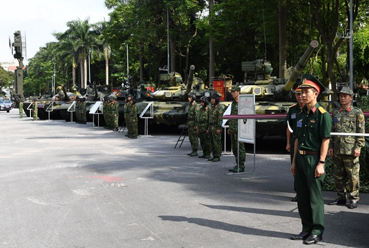 Choang ngop dan xe tang Viet Nam hien dai hoi tu giua long Thu do-Hinh-2