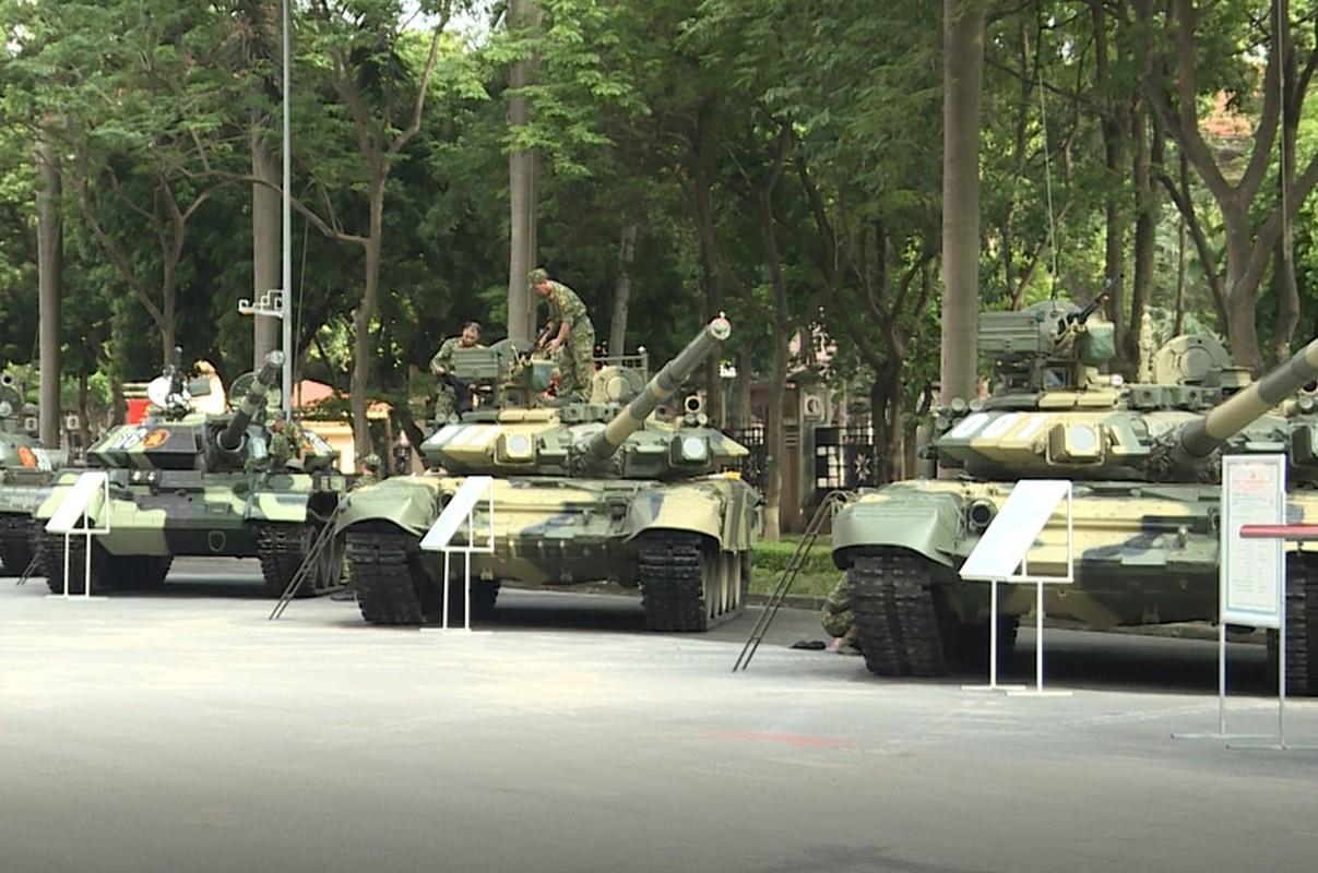 Choang ngop dan xe tang Viet Nam hien dai hoi tu giua long Thu do-Hinh-7
