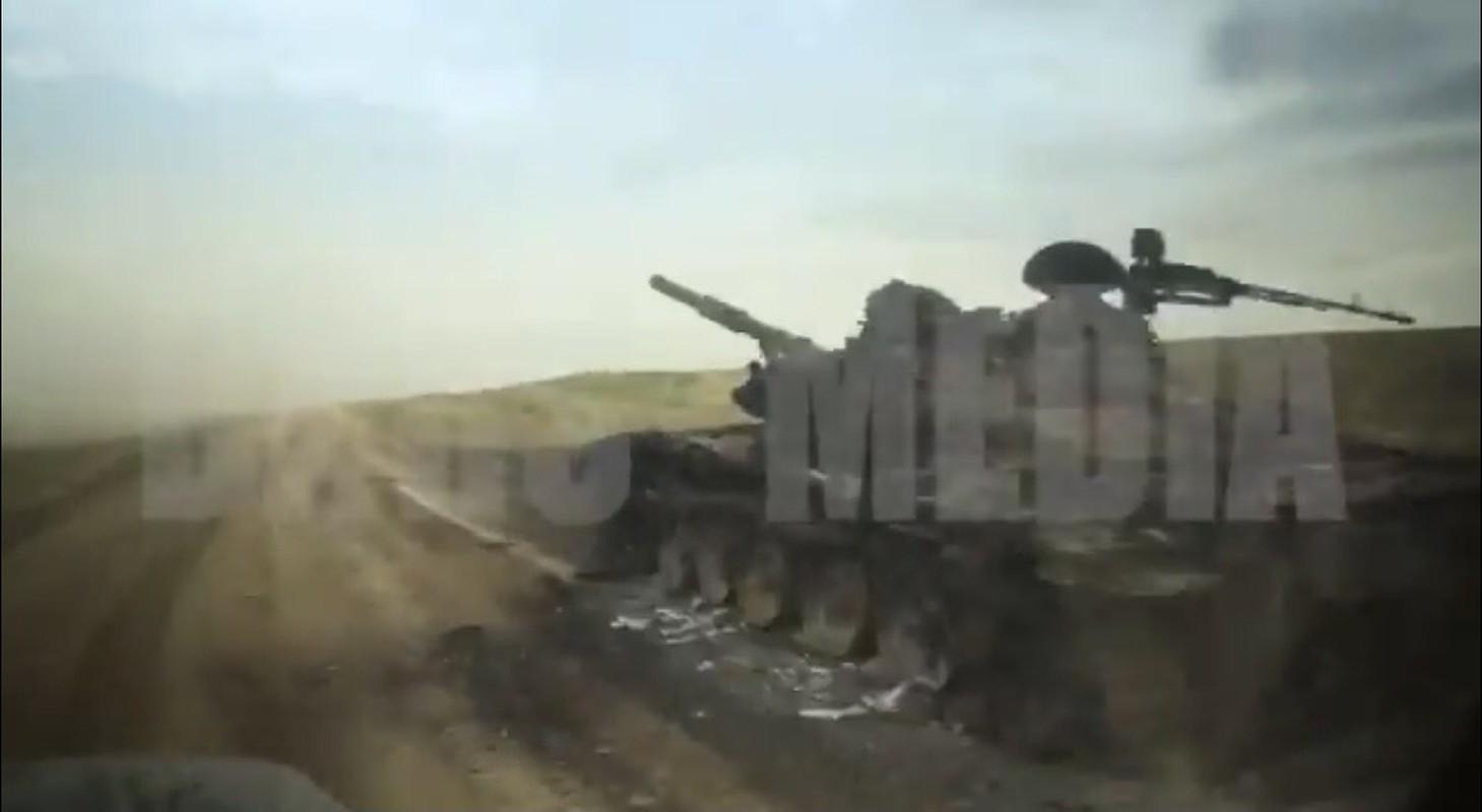 Kinh khung: 3 ngay giao chien, Azerbaijan mat hon 130 xe tang - thiet giap-Hinh-3