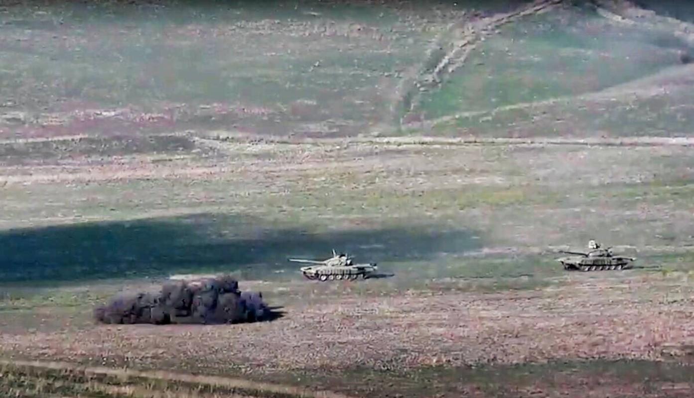 Kinh khung: 3 ngay giao chien, Azerbaijan mat hon 130 xe tang - thiet giap-Hinh-7