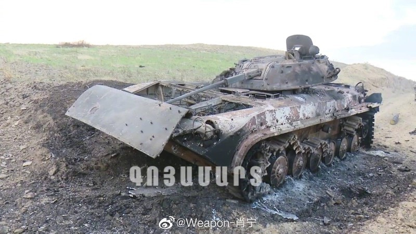 Kinh khung: 3 ngay giao chien, Azerbaijan mat hon 130 xe tang - thiet giap-Hinh-9