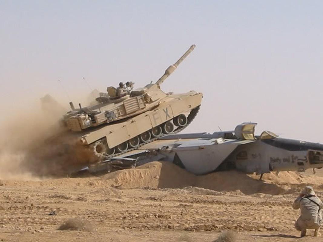 Giai ma vu Iraq chon giau 800 may bay chien dau trong sa mac-Hinh-11