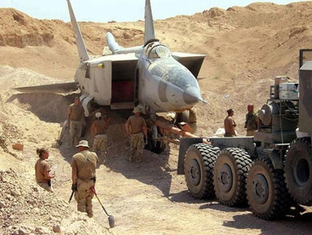 Giai ma vu Iraq chon giau 800 may bay chien dau trong sa mac-Hinh-7