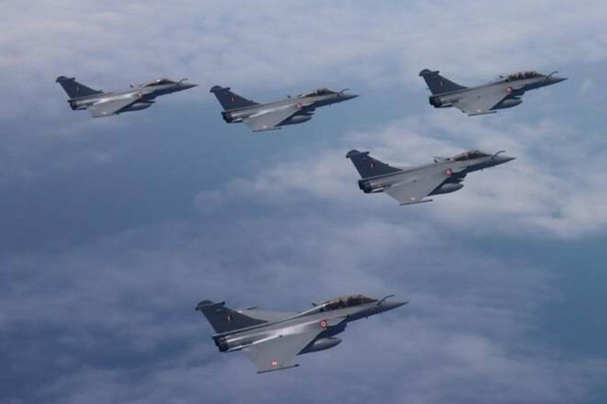 Trung Quoc chi can J-16 de chong lai Su-30 va Rafale cua An Do?-Hinh-12