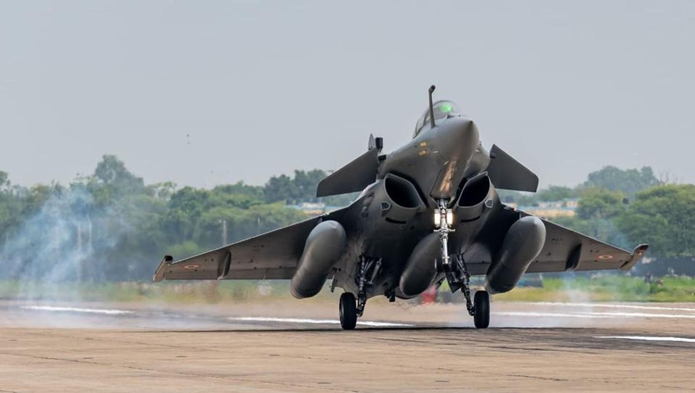 Trung Quoc chi can J-16 de chong lai Su-30 va Rafale cua An Do?-Hinh-13