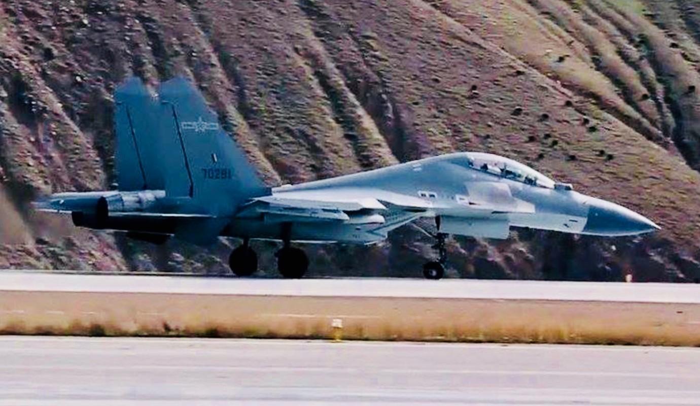 Trung Quoc chi can J-16 de chong lai Su-30 va Rafale cua An Do?-Hinh-4