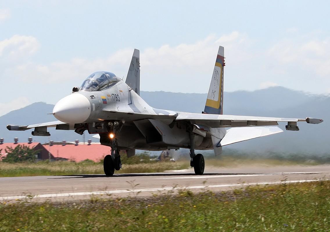Trung Quoc chi can J-16 de chong lai Su-30 va Rafale cua An Do?