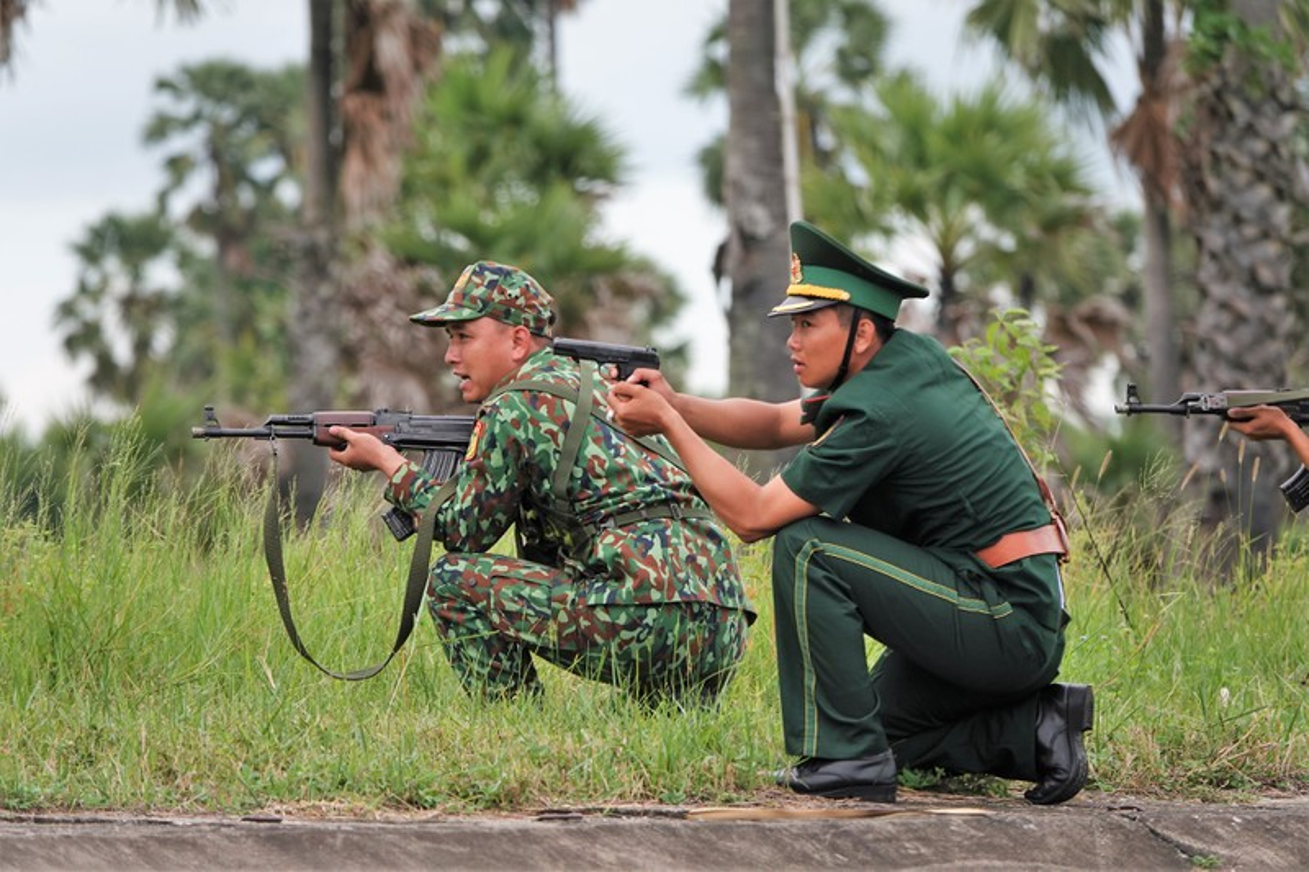Dac nhiem Bien phong Viet Nam trang bi giap, mu chong dan hien dai-Hinh-5
