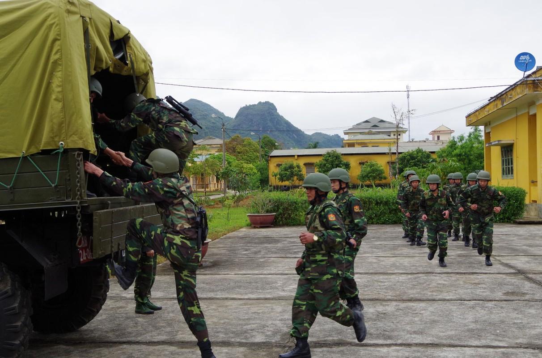 Dac nhiem Bien phong Viet Nam trang bi giap, mu chong dan hien dai-Hinh-7