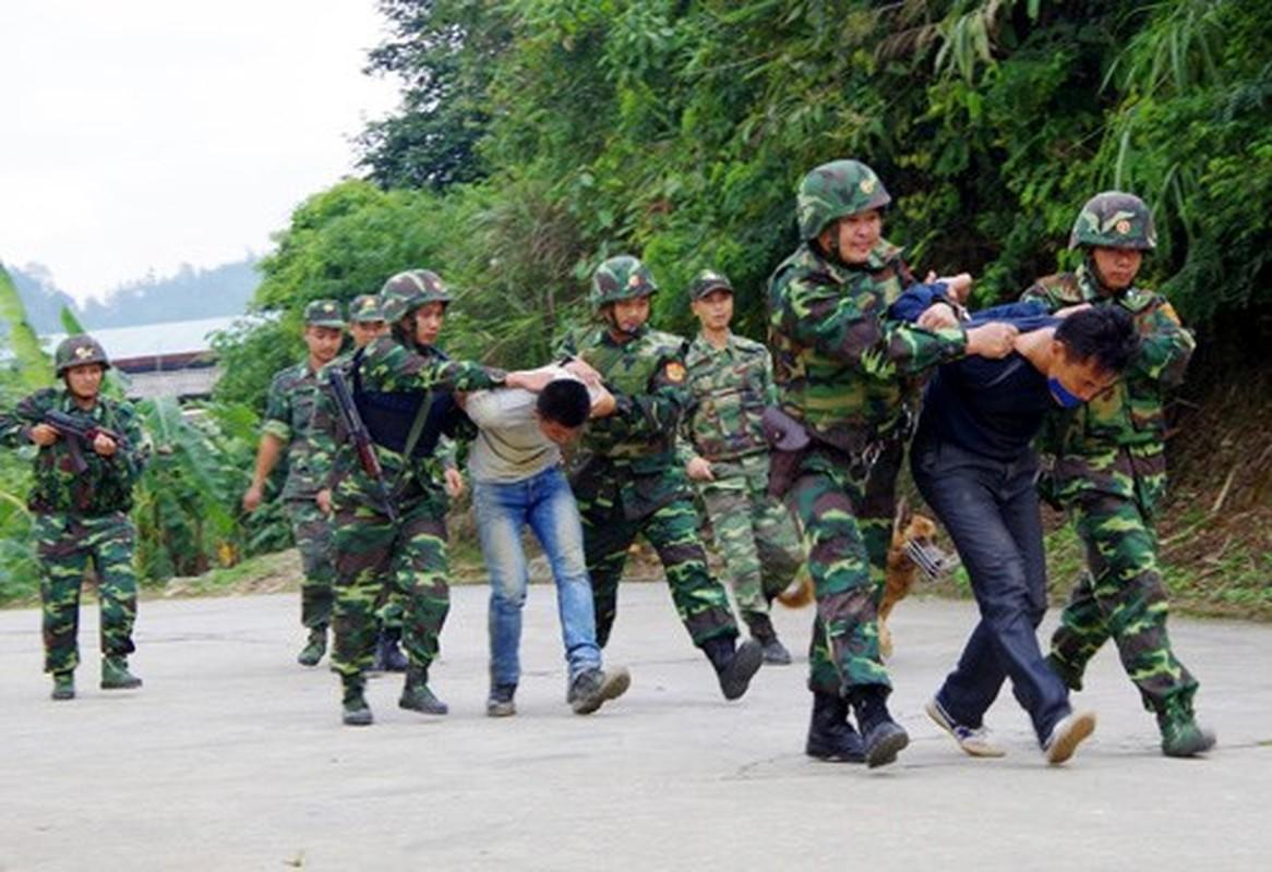 Dac nhiem Bien phong Viet Nam trang bi giap, mu chong dan hien dai-Hinh-8