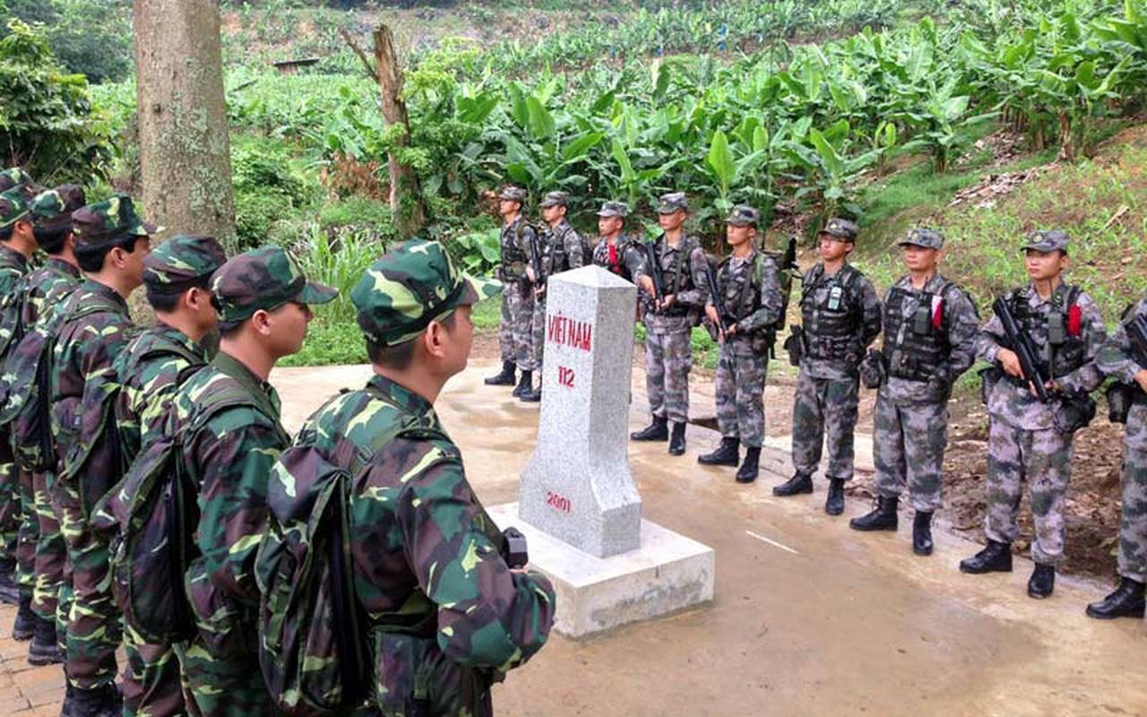 Dac nhiem Bien phong Viet Nam trang bi giap, mu chong dan hien dai-Hinh-9