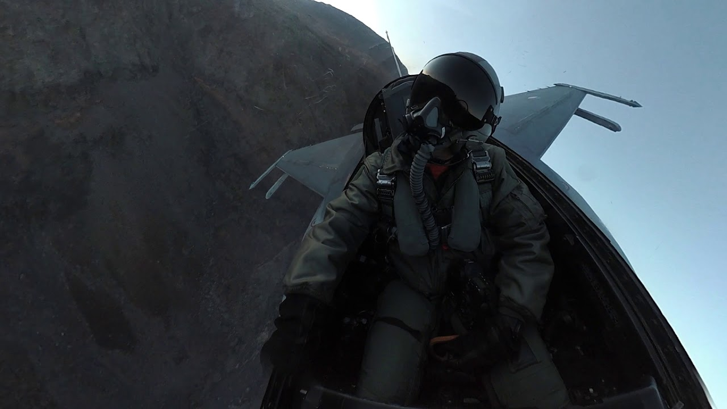 Mu bay cua F-35 gia 400.000 USD chua day cong nghe vien tuong-Hinh-12