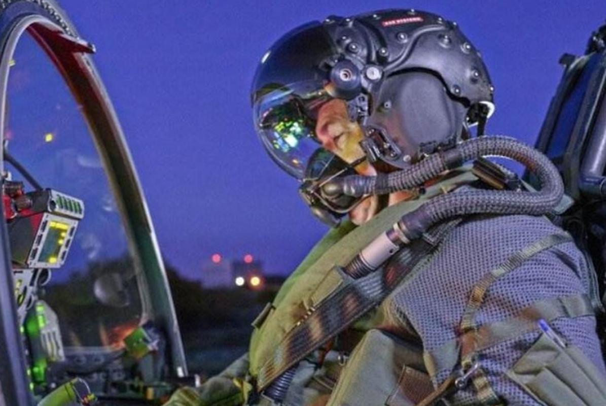 Mu bay cua F-35 gia 400.000 USD chua day cong nghe vien tuong-Hinh-4