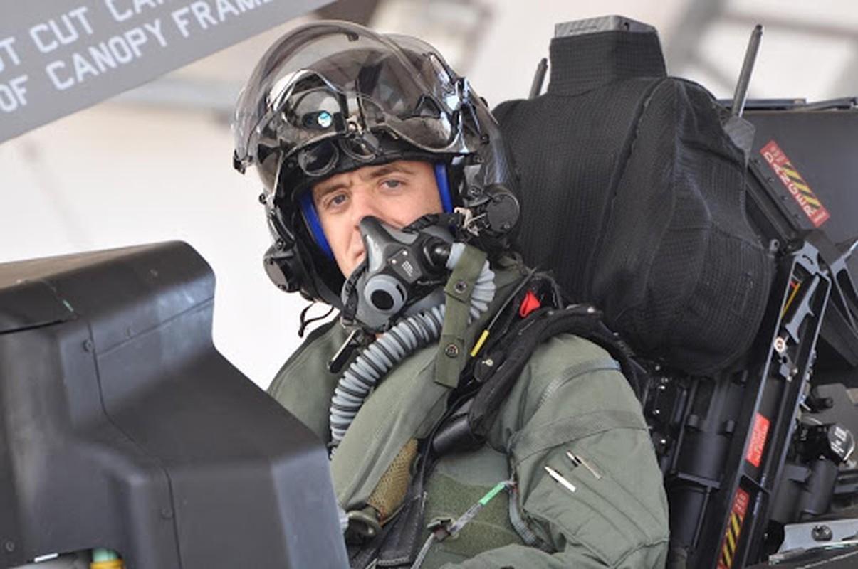 Mu bay cua F-35 gia 400.000 USD chua day cong nghe vien tuong-Hinh-8