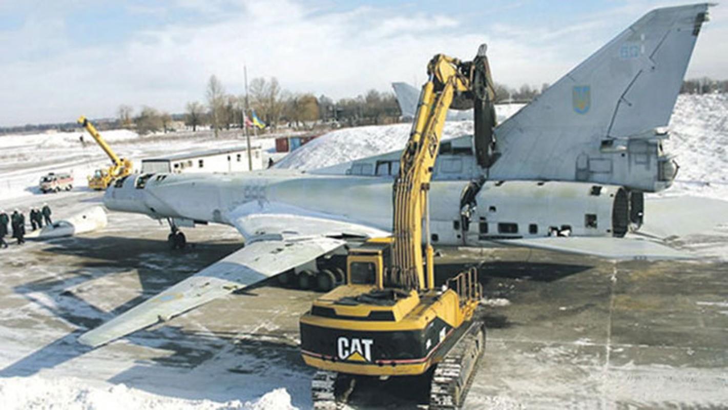 Nga nhan 8 may bay Tu-160