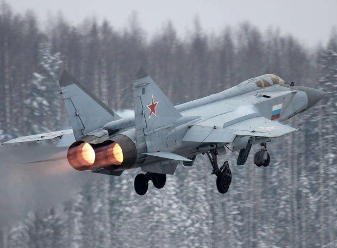 Trien khai MiG-31 sat My vao luc nhay cam, Nga dang du tinh gi?-Hinh-7