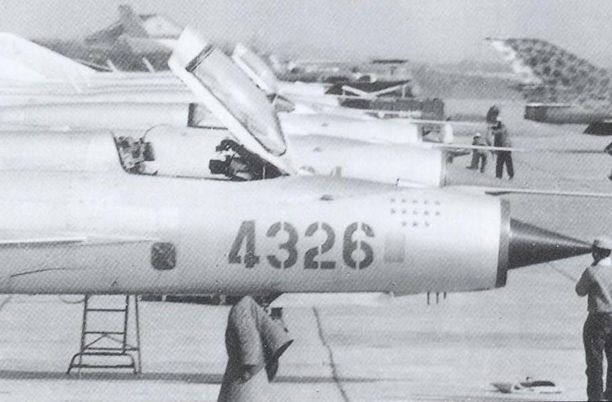 Diem mat loat tiem kich MiG-21 Khong quan Viet Nam doi dau B-52 My-Hinh-4