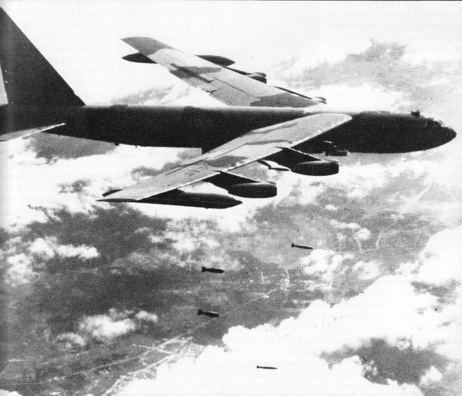 Duy nhat Viet Nam lam duoc: Ban ha Phao Dai Bay B-52 bang phao-Hinh-6