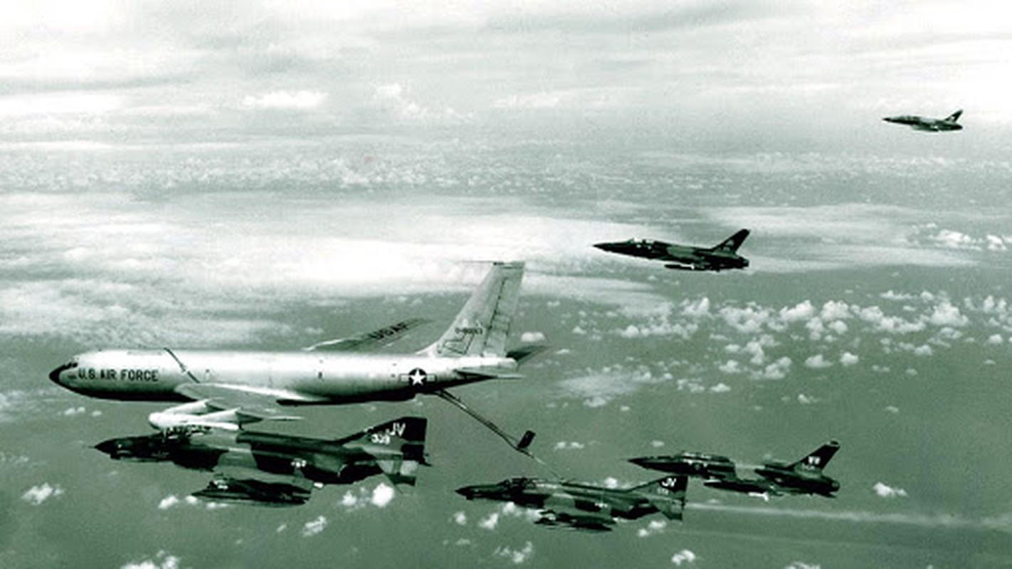 MiG-21 cua phi cong Pham Tuan da vuot mat F-4 de ha B-52 ra sao?-Hinh-10