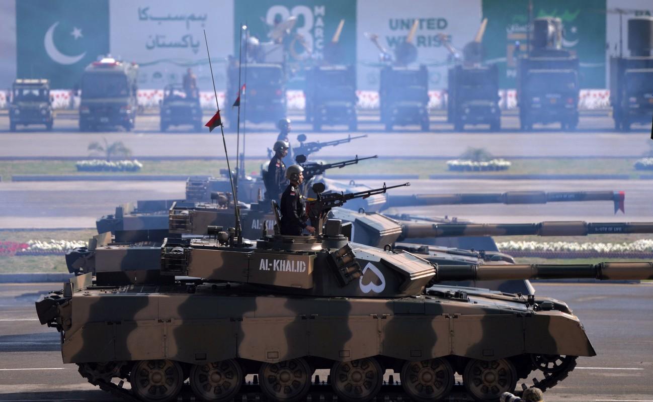 Pakistan co gi de doi dau 1.000 xe tang T-90 cua Quan doi An Do-Hinh-6
