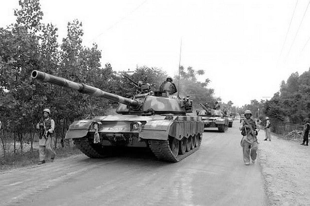 Pakistan co gi de doi dau 1.000 xe tang T-90 cua Quan doi An Do