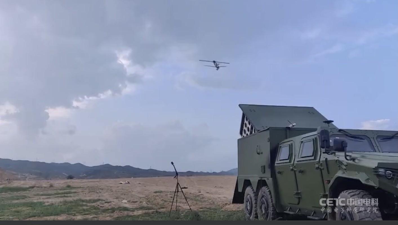 "Chien thuat UAV cam tu ""bay ruoi"" cuc ky nguy hiem cua Trung Quoc-Hinh-2"
