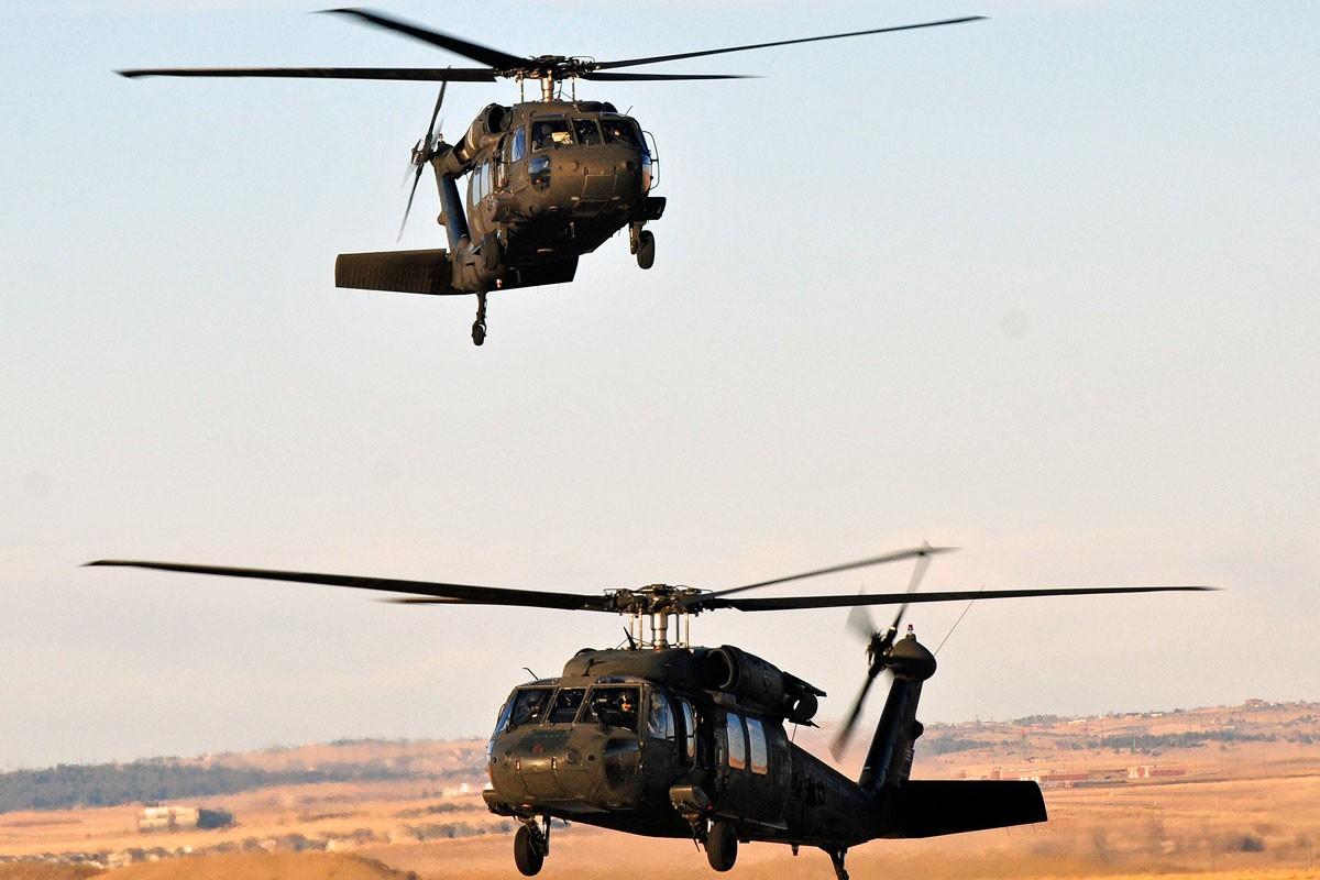 Dieu gi bien UH-60 Black Hawk tro thanh loai truc thang huyen thoai?-Hinh-10
