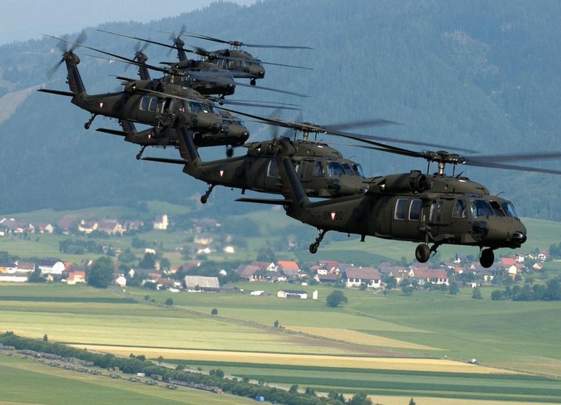 Dieu gi bien UH-60 Black Hawk tro thanh loai truc thang huyen thoai?-Hinh-12