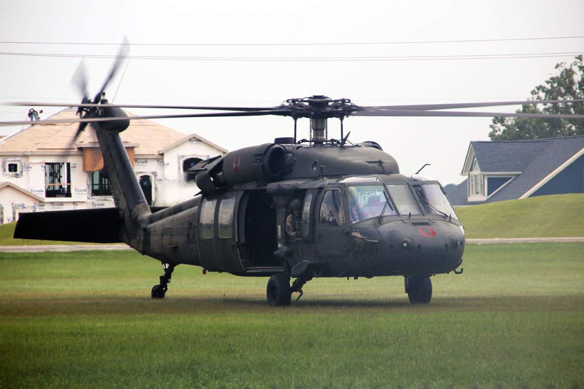 Dieu gi bien UH-60 Black Hawk tro thanh loai truc thang huyen thoai?-Hinh-3