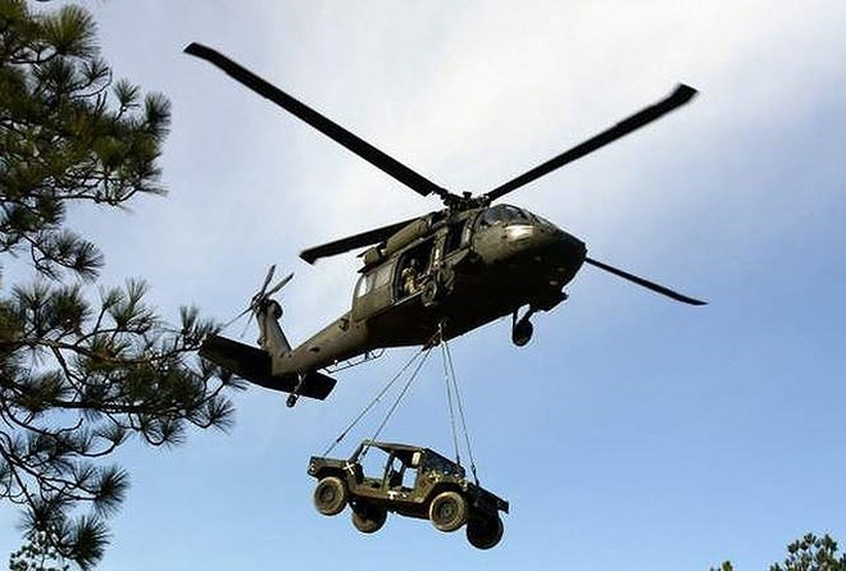 Dieu gi bien UH-60 Black Hawk tro thanh loai truc thang huyen thoai?-Hinh-5