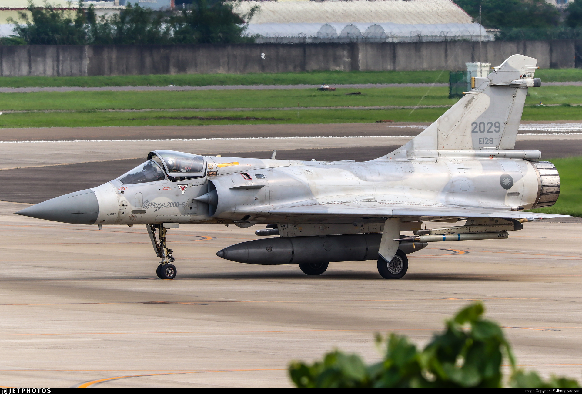 Vi sao chien dau co F-16 van dat hang, con Mirage 2000 thi khong?-Hinh-11