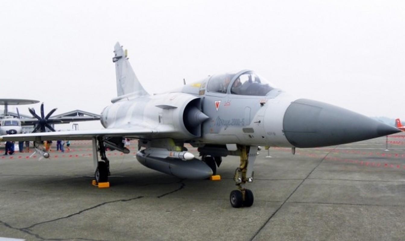 Vi sao chien dau co F-16 van dat hang, con Mirage 2000 thi khong?-Hinh-12