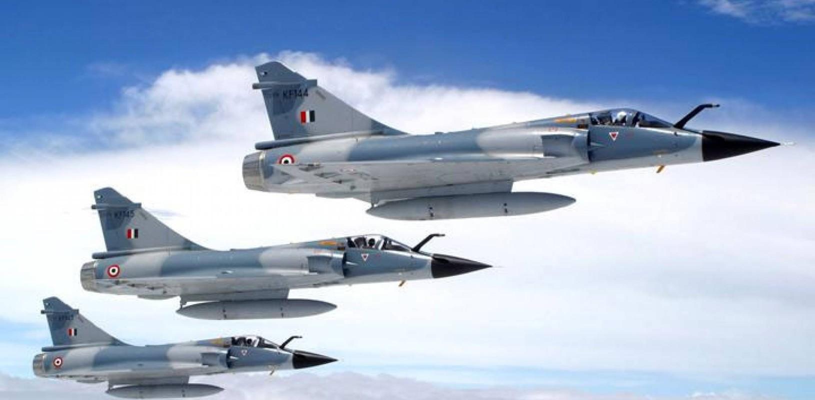 Vi sao chien dau co F-16 van dat hang, con Mirage 2000 thi khong?-Hinh-7