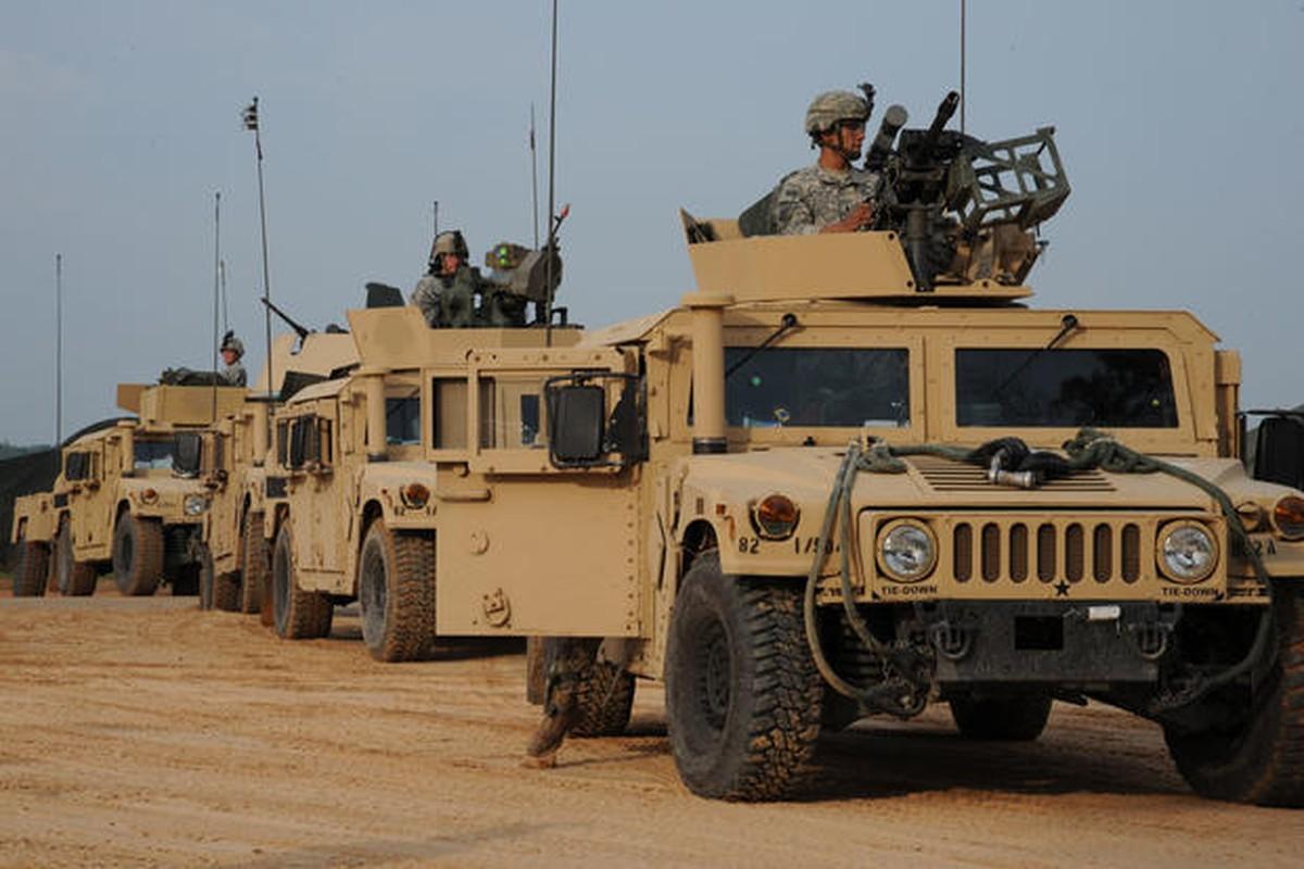 Quan doi My ban Humvee