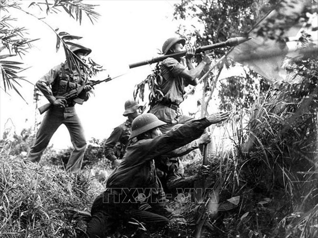 Xe tang Viet Nam lan dau xuat kich,